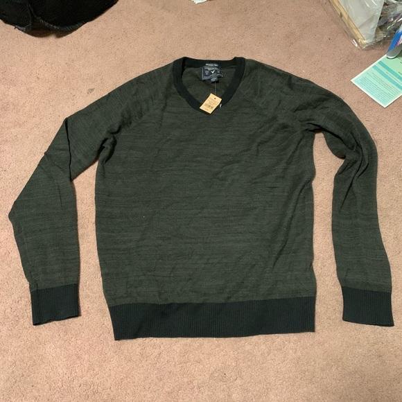 American Eagle Men's V Neck Sweatshirt